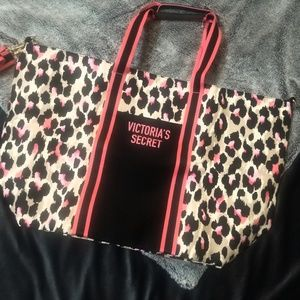 Victoria's Secret NWT weekender zip up bag